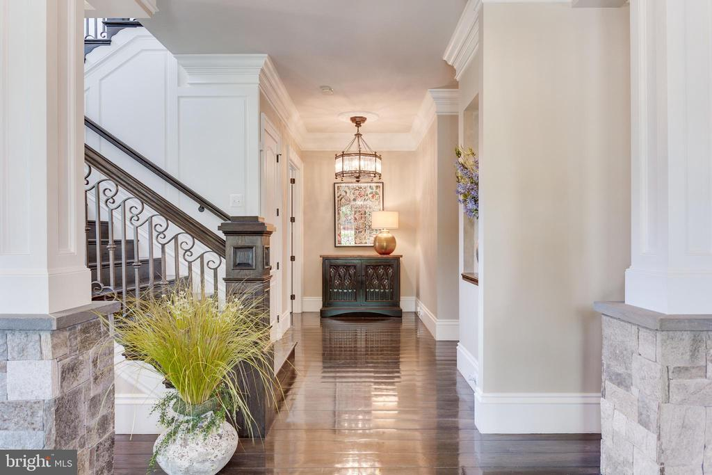 Beautiful Stone Columns, & Iron & Wood Staircase. - 334 AYR HILL AVE NE, VIENNA