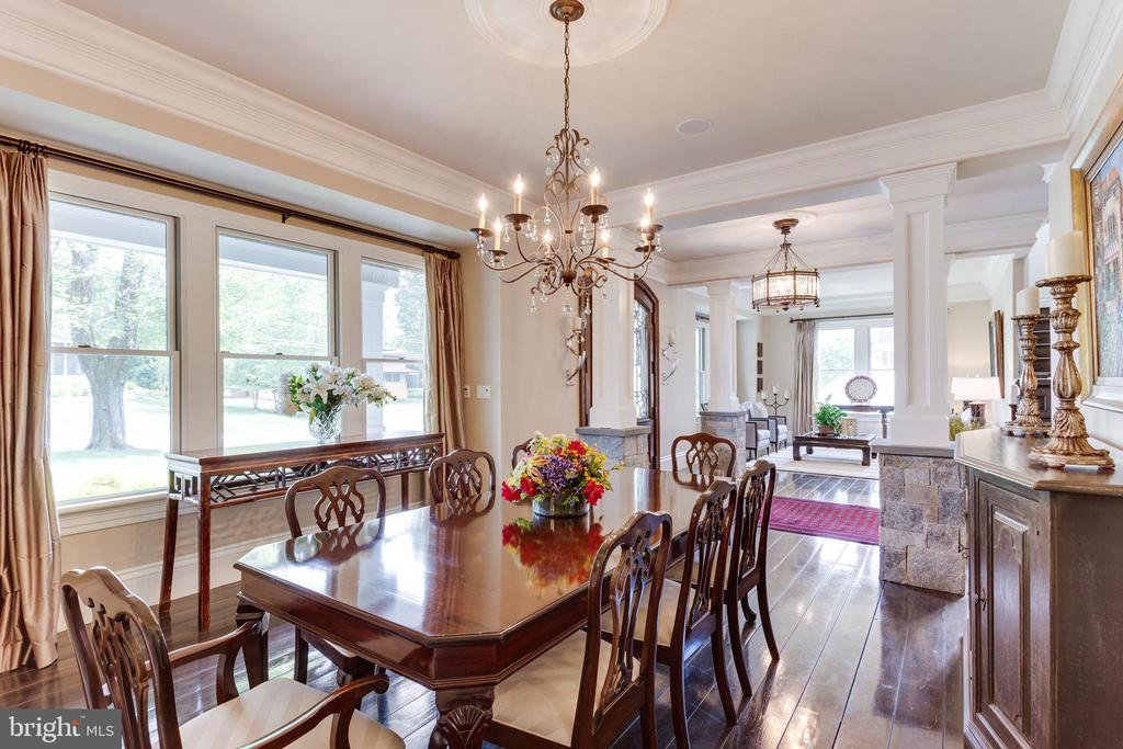 Elegant Dining Room Ideal for Entertaining. - 334 AYR HILL AVE NE, VIENNA