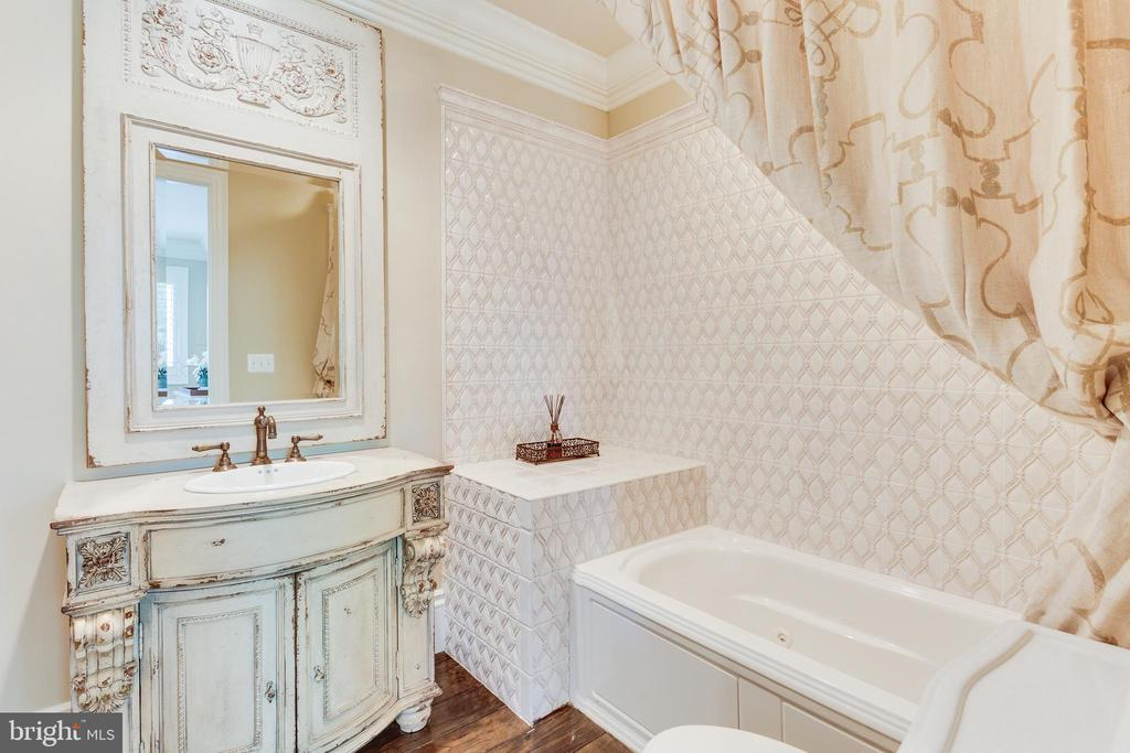 Beautiful Details in All Bathrooms. - 334 AYR HILL AVE NE, VIENNA