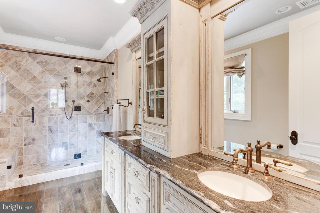 Elegant Bath with Dual Sink Vanity. - 334 AYR HILL AVE NE, VIENNA
