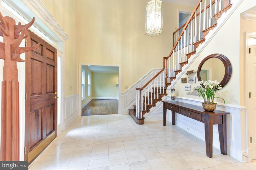 2 story entryway foyer - 4201 KIMBRELEE CT, ALEXANDRIA