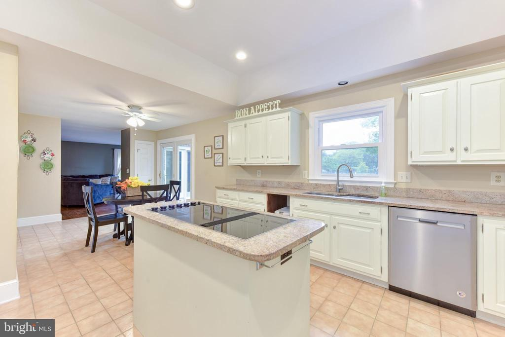 Island cooktop - 4201 KIMBRELEE CT, ALEXANDRIA