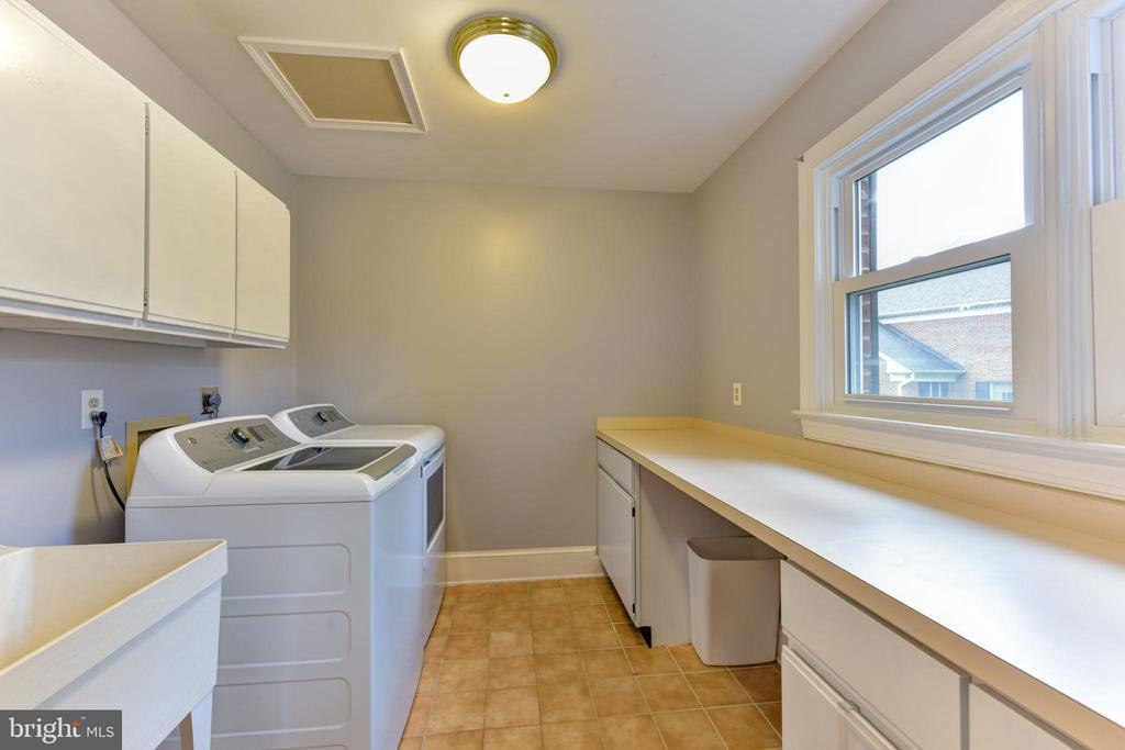 Laundry room conveniently off of the kitchen - 4201 KIMBRELEE CT, ALEXANDRIA
