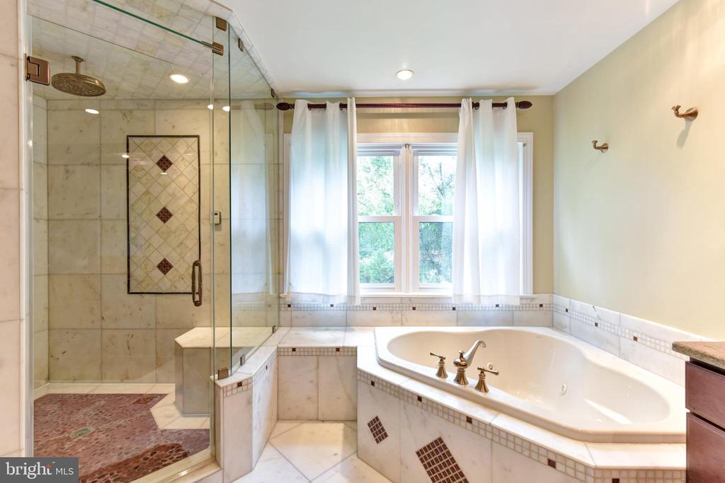 Master bath - 4201 KIMBRELEE CT, ALEXANDRIA