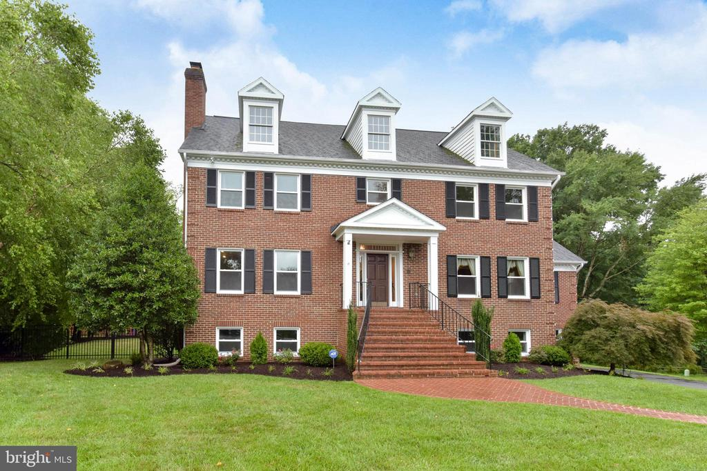 Stately colonial in exclusive waterfront community - 4201 KIMBRELEE CT, ALEXANDRIA
