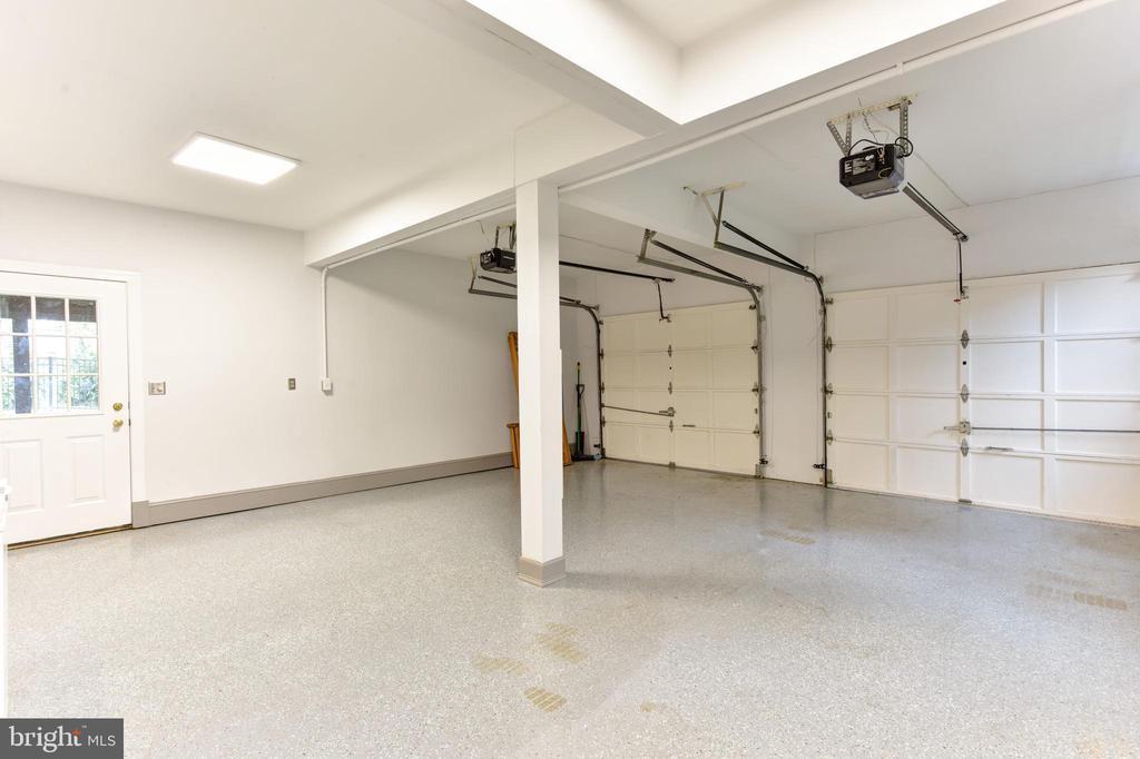 Large garage - 4201 KIMBRELEE CT, ALEXANDRIA