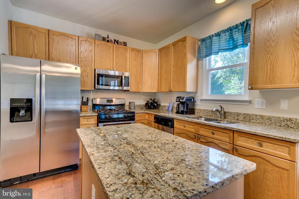 Granite Countertops and Island - 7 BEECH TREE CT, STAFFORD