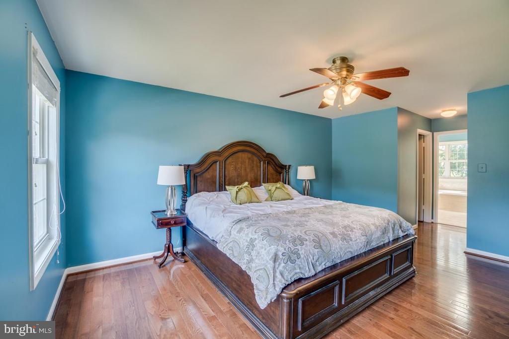 Master Bedroom with hardwood floors - 8319 SUFFOLK WAY, GAINESVILLE