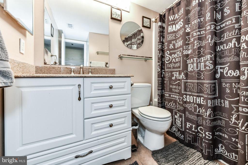 Main bath - 1024 N UTAH ST #619, ARLINGTON