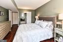Hardwoods and walk-in closet - 1024 N UTAH ST #619, ARLINGTON