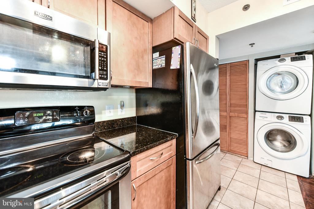 Stainless steel appliances - 1024 N UTAH ST #619, ARLINGTON