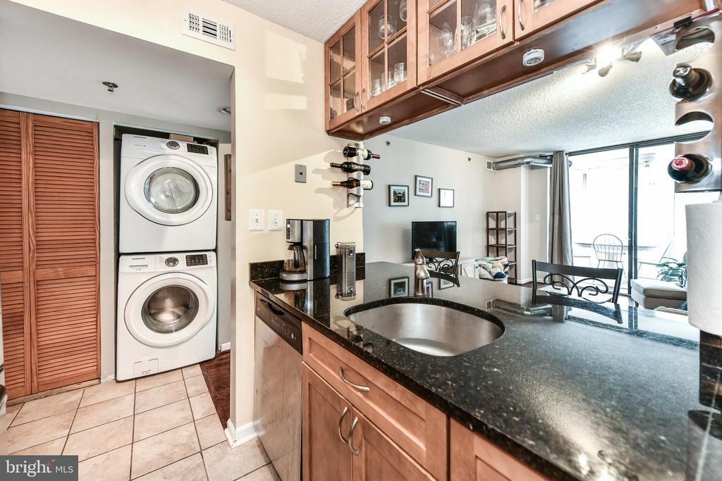 open kitchen with convenient laundry - 1024 N UTAH ST #619, ARLINGTON