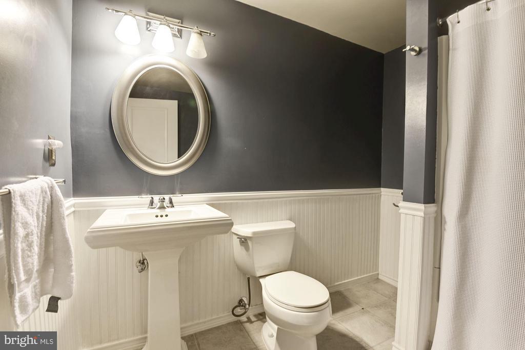 Remodeled Bath - 5720 CROWNLEIGH CT, BURKE