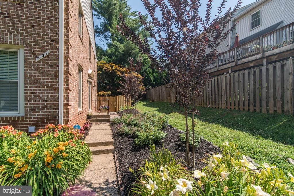 Great Side Entrance with  Landscaped Walkway. - 5720 CROWNLEIGH CT, BURKE