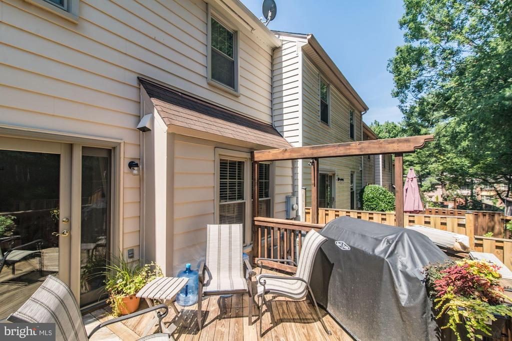 Sunny and Bright Deck - 5720 CROWNLEIGH CT, BURKE