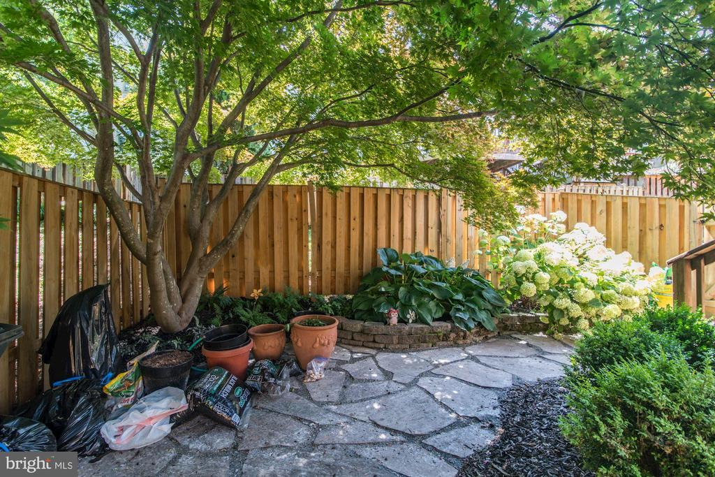 Patio in Rear Yard with Fenced in Yard - 5720 CROWNLEIGH CT, BURKE