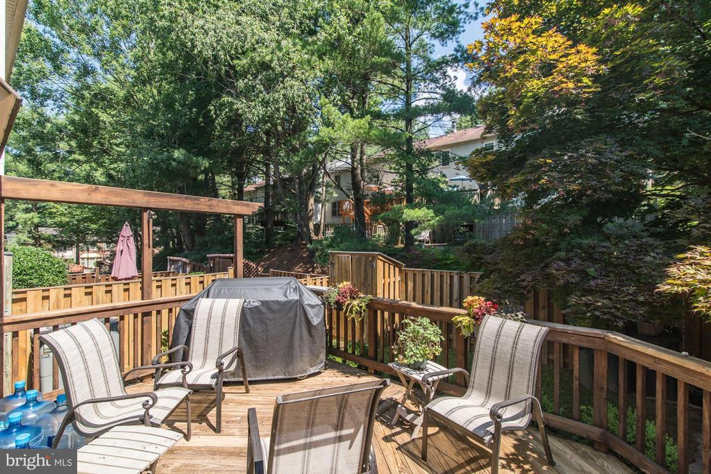 Deck  for Great Entertaining - 5720 CROWNLEIGH CT, BURKE
