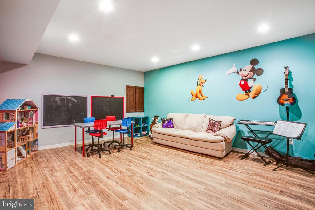 Basement Play room/craft room - 60 MAIDENHAIR WAY, STAFFORD