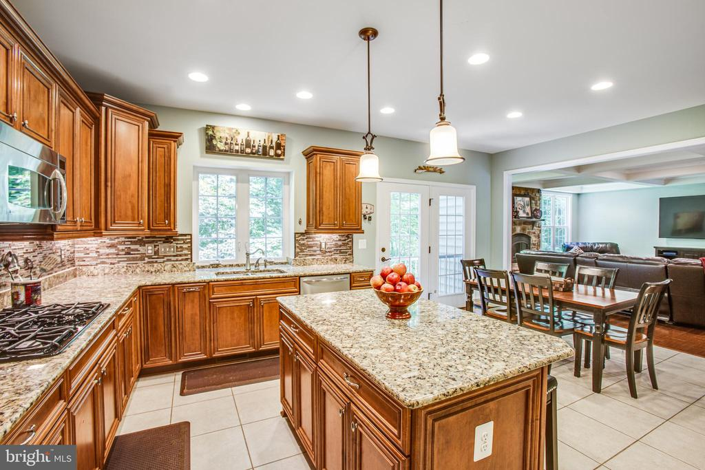 Kitchen opens to family room - 60 MAIDENHAIR WAY, STAFFORD
