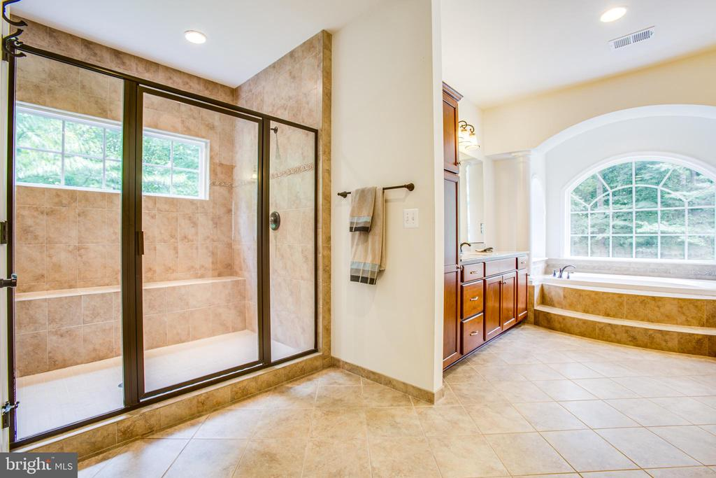 Large shower with bench and window - 60 MAIDENHAIR WAY, STAFFORD