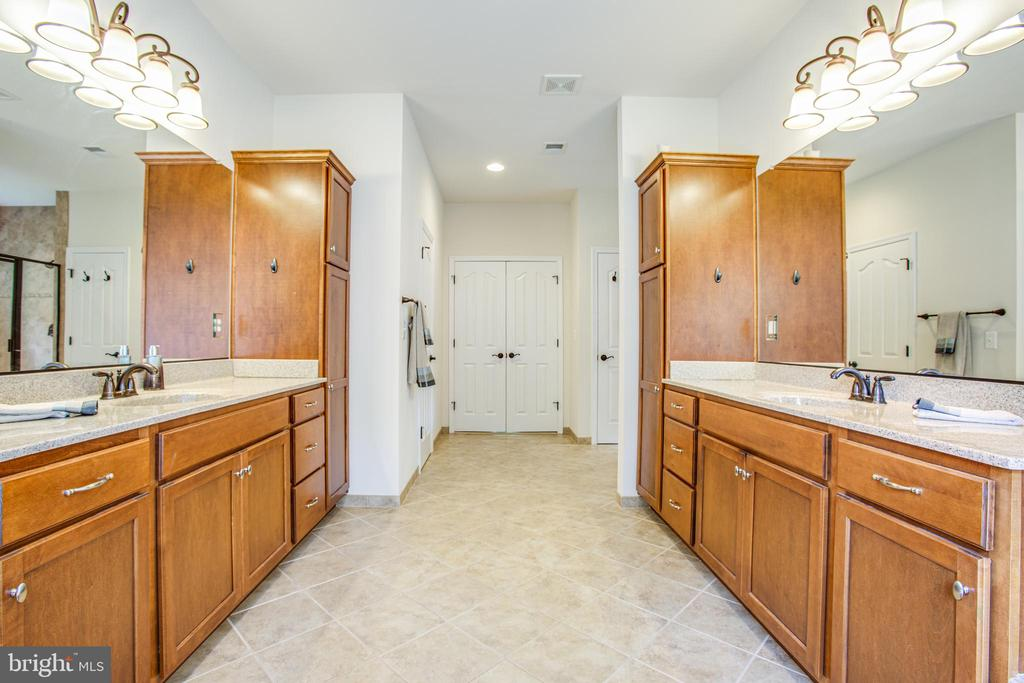 Dual vanities and tons of cabinets - 60 MAIDENHAIR WAY, STAFFORD
