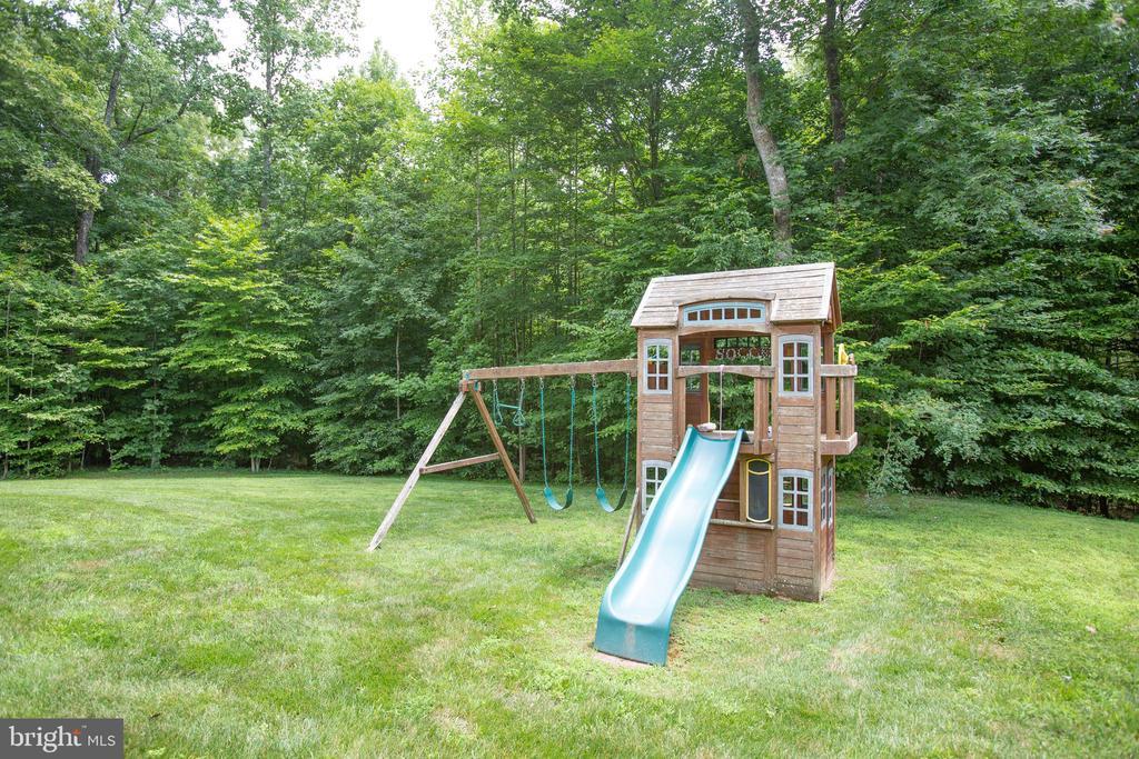 Playground conveys - 60 MAIDENHAIR WAY, STAFFORD