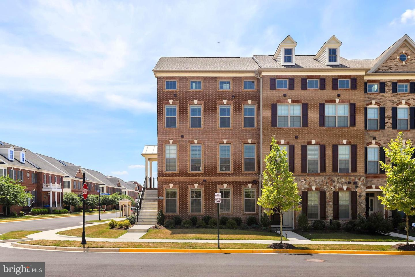 Single Family for Sale at 43183 Deveron Sq Ashburn, Virginia 20148 United States