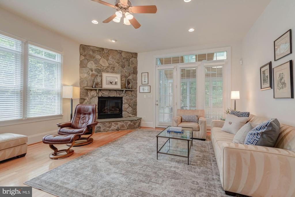 Family Room with Gas Fireplace - 3406 N DICKERSON ST, ARLINGTON