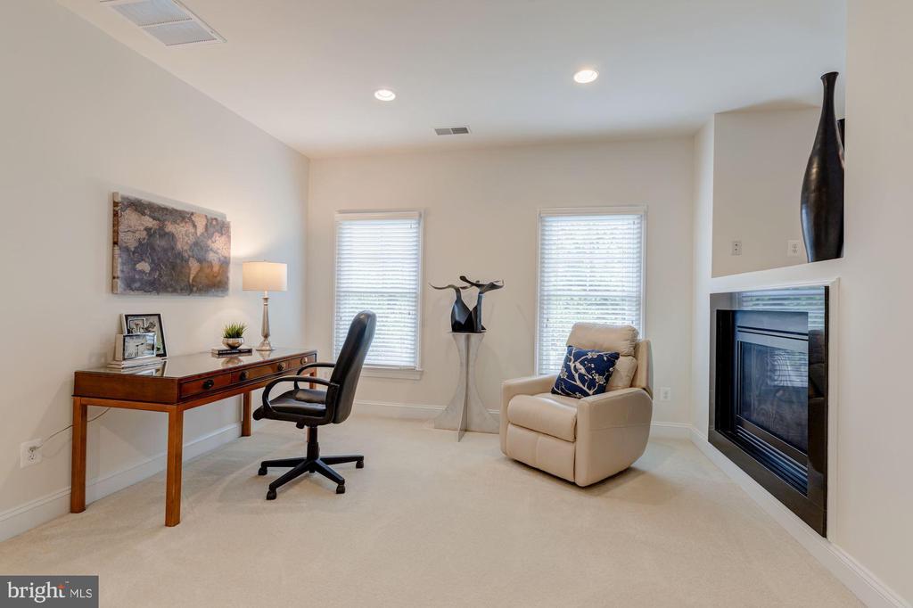 Master Sitting Room - 3406 N DICKERSON ST, ARLINGTON