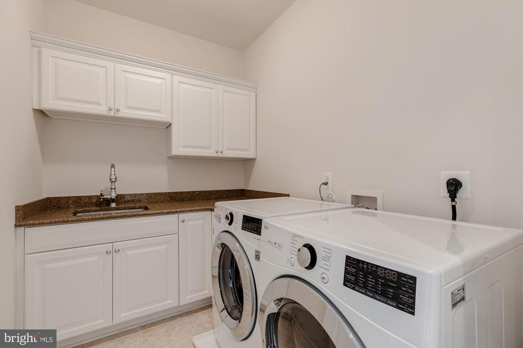 Bedroom Level Laundry Room - 3406 N DICKERSON ST, ARLINGTON