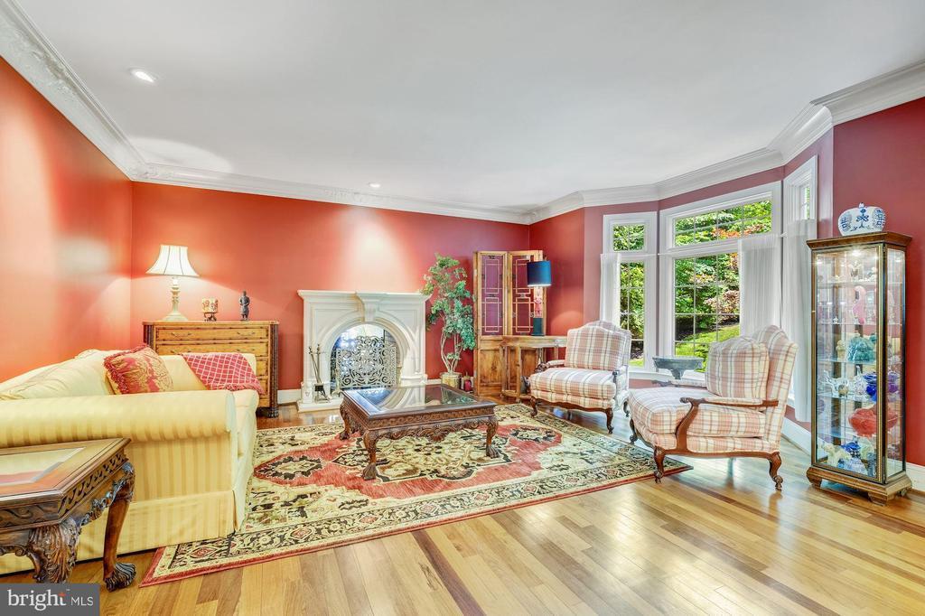 Living Room w/beautiful crown moldings - 11552 MANORSTONE LN, COLUMBIA
