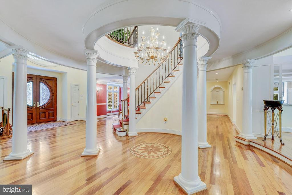 Beautiful Curved Staircase  w/ Inlay in the floor - 11552 MANORSTONE LN, COLUMBIA