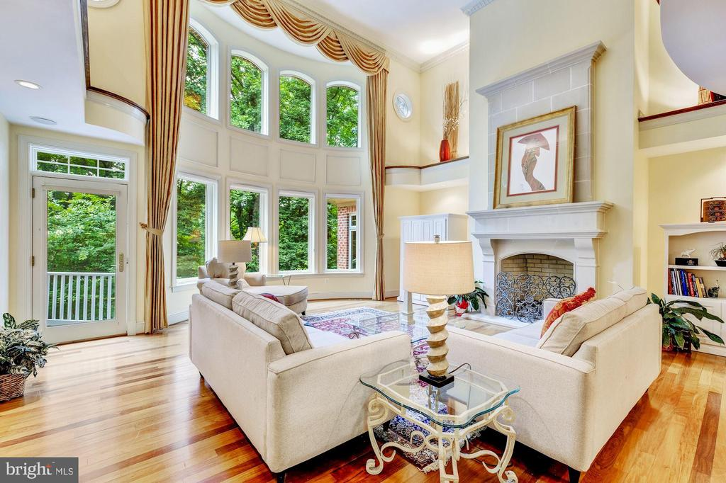 Family Room with 2 story windows - 11552 MANORSTONE LN, COLUMBIA