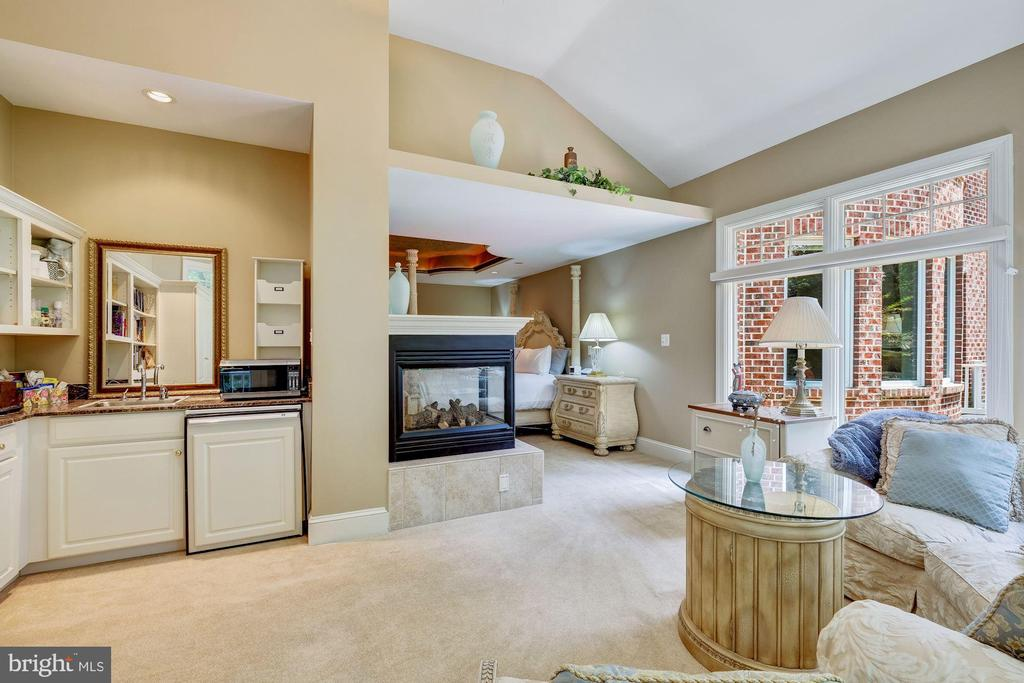 Owners Sitting Room with Wet Bar - 11552 MANORSTONE LN, COLUMBIA
