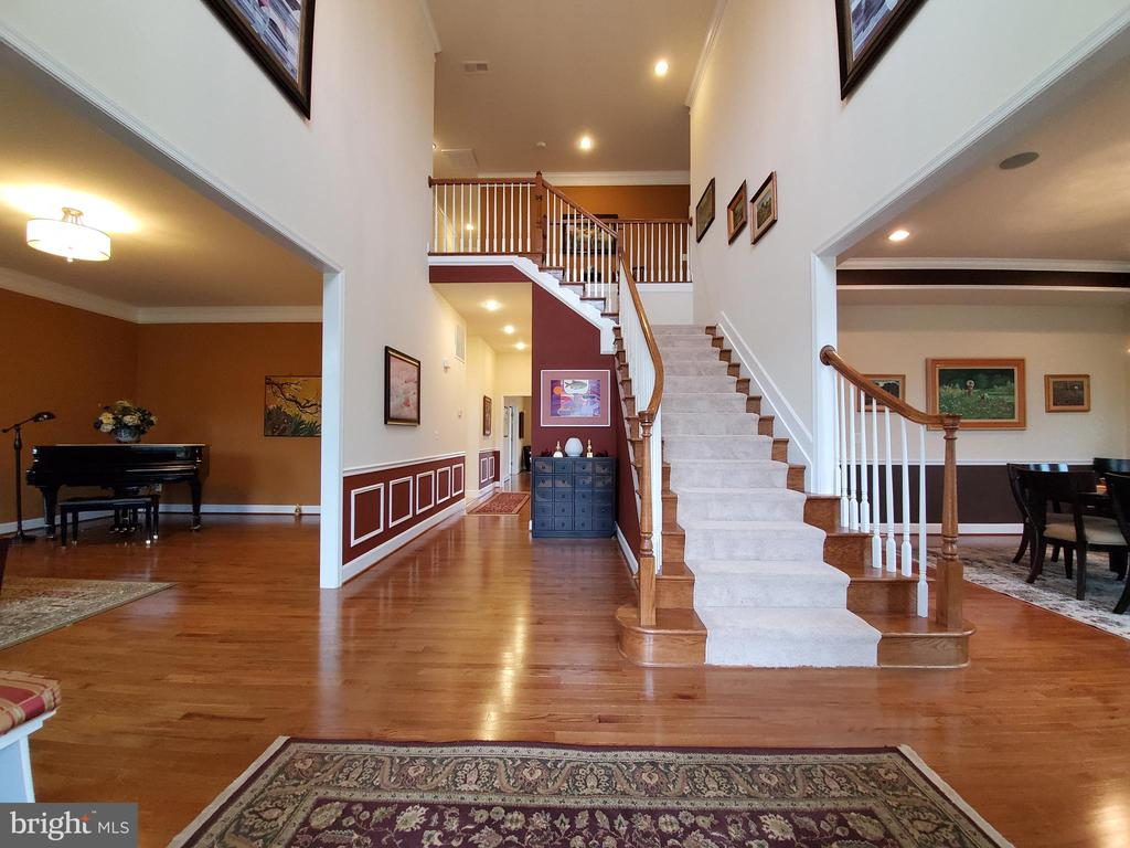 Spacious and bright two story foyer welcomes you. - 41882 SCOTCHBRIDGE PL, ASHBURN