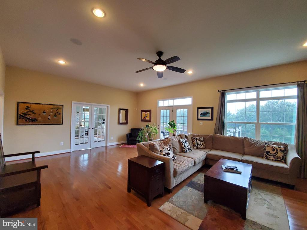That really is a great room! - 41882 SCOTCHBRIDGE PL, ASHBURN