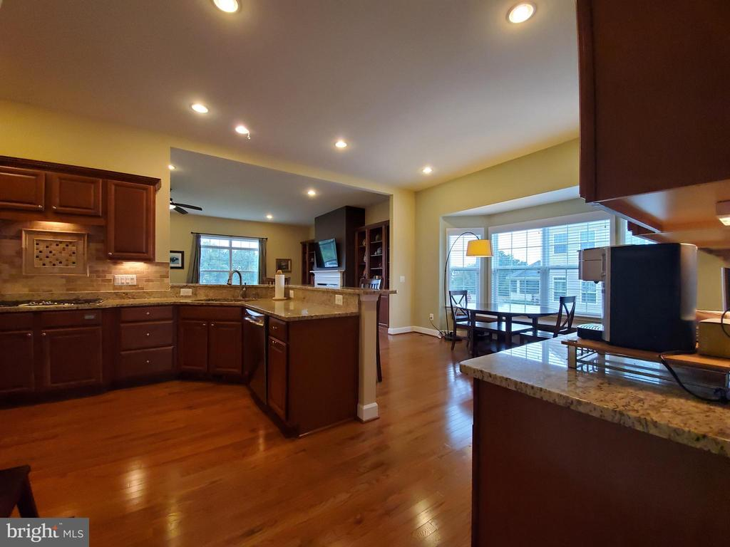 Lots of counter space for meal prep and serving. - 41882 SCOTCHBRIDGE PL, ASHBURN