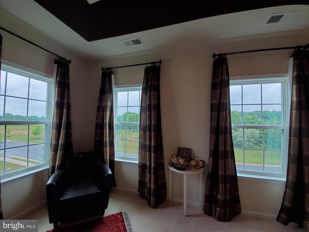 You can see a ways from your windows. - 41882 SCOTCHBRIDGE PL, ASHBURN