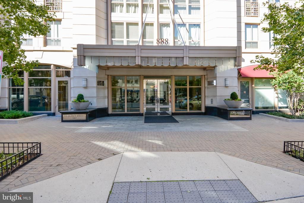 Front Entrance - 888 N QUINCY ST #210, ARLINGTON