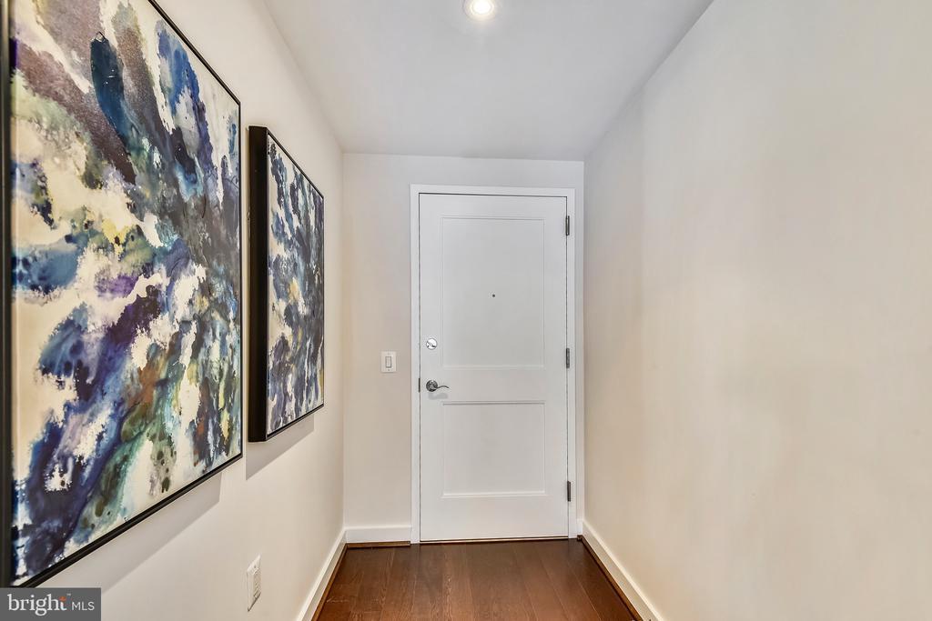 Entrance foyer - 888 N QUINCY ST #210, ARLINGTON