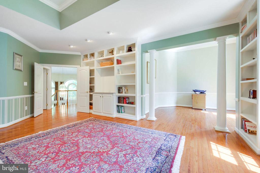 Master Bedroom with Sitting Room - 12100 WALNUT BRANCH RD, RESTON