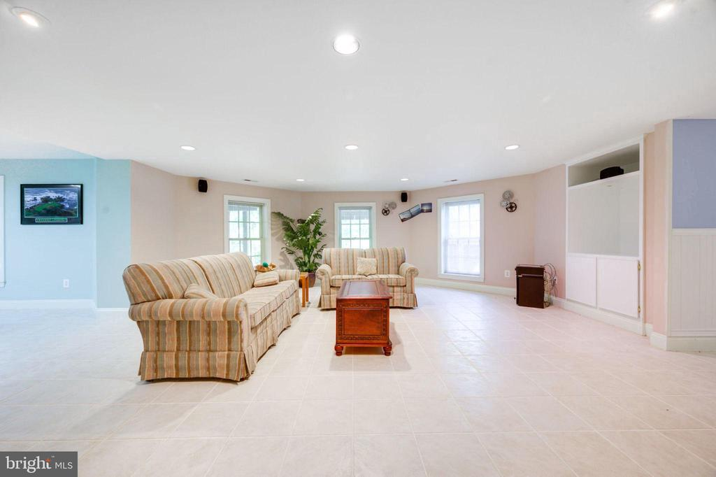 Family / Media Room - 12100 WALNUT BRANCH RD, RESTON
