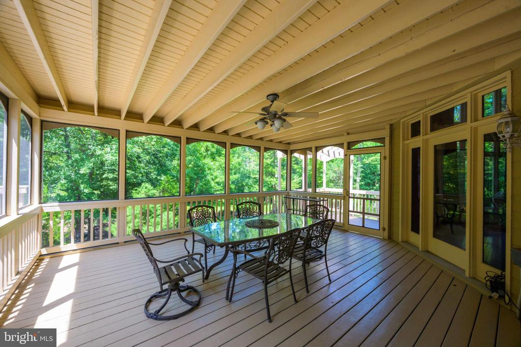 Screened Porch - 12100 WALNUT BRANCH RD, RESTON