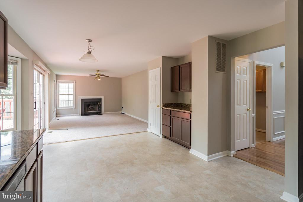 FAMILY ROOM WITH FIREPLACE. - 1 WREN WAY CT, STAFFORD