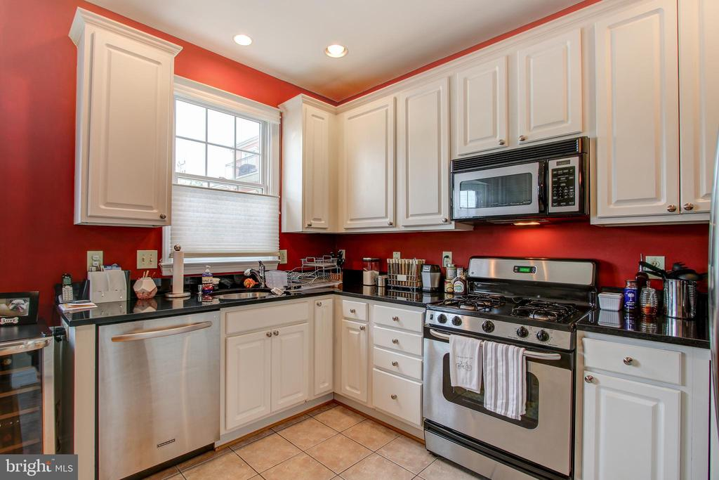 Granite counters - 6922 LITTLE FALLS RD #6922, ARLINGTON