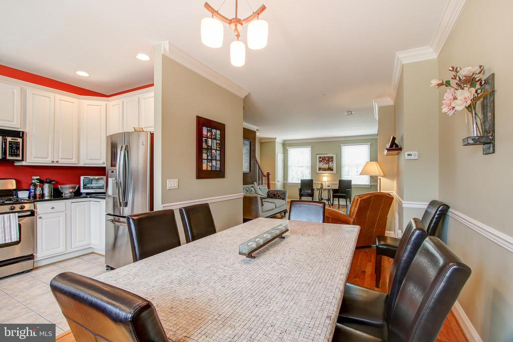 Dining room easily accommodates a large table - 6922 LITTLE FALLS RD #6922, ARLINGTON
