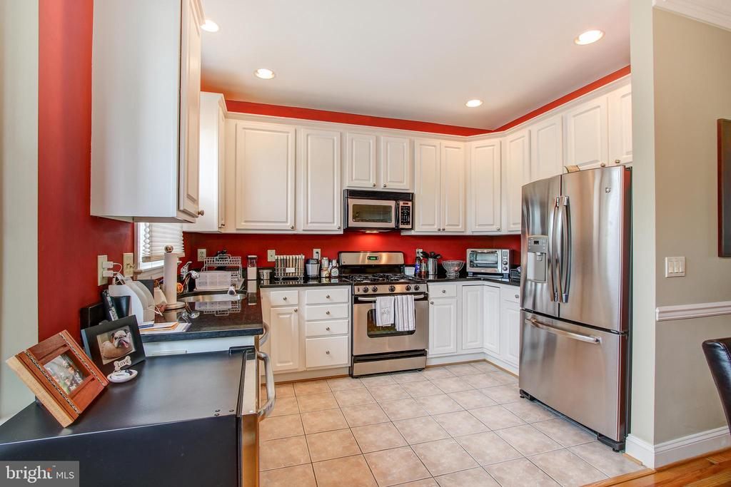 Large open kitchen with  bright white cabinets - 6922 LITTLE FALLS RD #6922, ARLINGTON