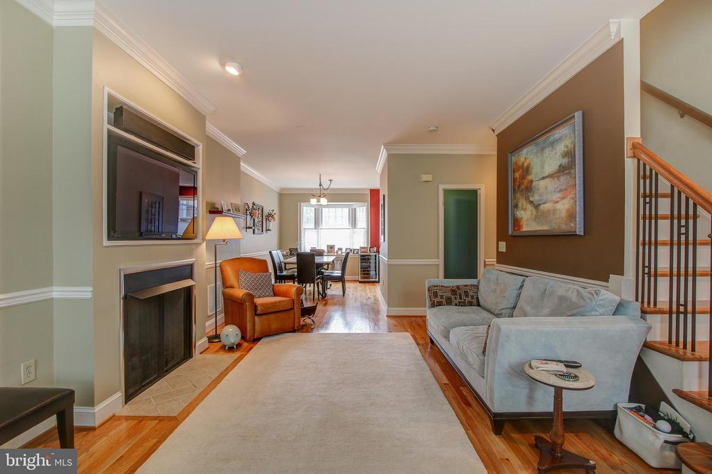 Dining room flows naturally into the living room - 6922 LITTLE FALLS RD #6922, ARLINGTON