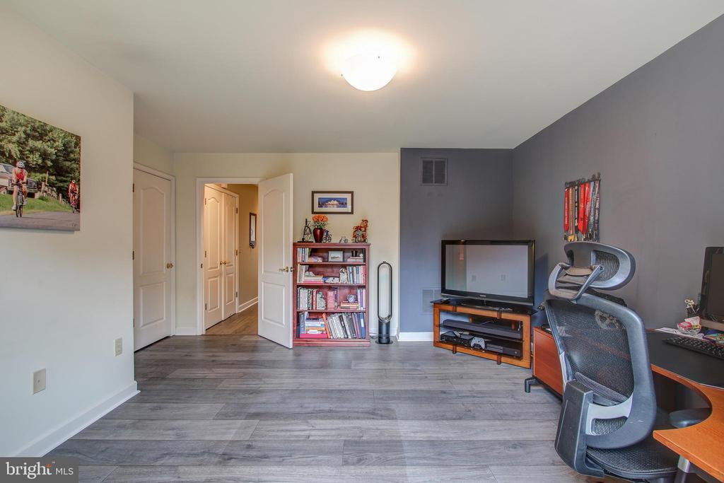 New laminate flooring is heated on entry level - 6922 LITTLE FALLS RD #6922, ARLINGTON