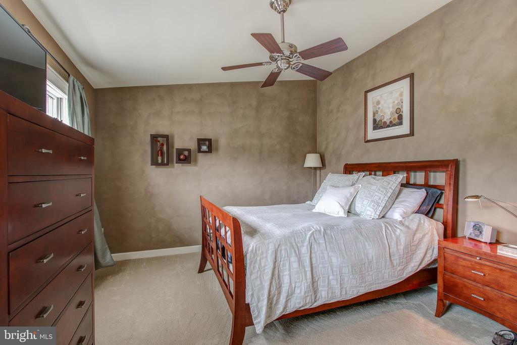 Spacious room with ceiling fan - 6922 LITTLE FALLS RD #6922, ARLINGTON